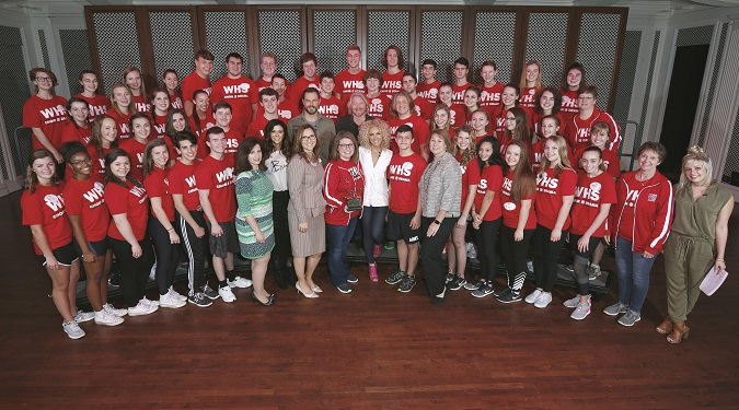 Students from Wadsworth High School, Ohio choir group, pose with five-time CMA Vocal Group of the Year Little Big Town and Mickey Mouse as they kick off Music In Our School Tour at Disney. (L-R)  Jane Mell Balek, Give a Note CEO, Karen Fairchild, Jimi Westbrook, Terry Dola, Disney Performing Arts vice president, Kalyn Davis school choir director, Philip Sweet, Kimberly Schlapman, Sarah Trahern, CMA CEO, and Radio Disney Country correspondent Savannah Keyes (far right).